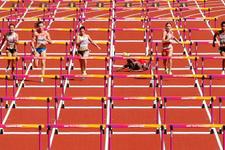 Londra'da kadınlar 100 metrede korku dolu anlar