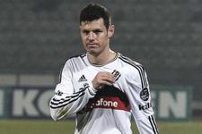 Beşiktaşlı futbolcu Katar yolcusu