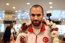 Şampiyon Ramil Guliyev ülkeye döndü