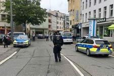Almanya'da bıçaklı terör saldırısı paniği: Ölü ve yaralılar var!