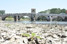 Edirne'de sıcaklar bastırdı Tunca Nehri kurudu