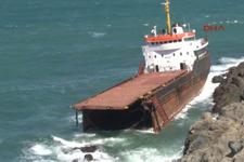 Yük gemisi Karadeniz'de ikiye bölündü
