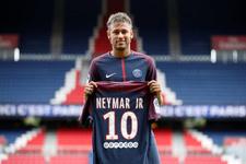 Paris'te Neymar formaları tükendi