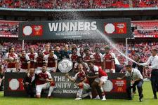 Arsenal sezonu kupayla açtı