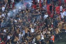 Süper Kupa'da rezalet! Taraftar sahaya girdi kavga etti