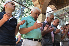 Vatandaşlar üç gündür camiye koşup dua ediyor