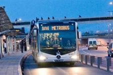 Metrobüste taciz iddiası ortalığı karıştırdı!