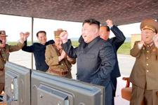 Füze ateşlerken Kuzey Kore lideri böyle görüntülendi