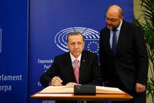 Schulz: Erdoğan'a diz çökmeyeceğim