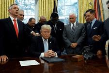 Harvey Kasırgası'nın zararına bakın Trump dua etmeye başladı