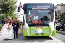 Tanıştıkları otobüs onların düğün aracı oldu