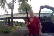 Trafikte tartıştığı sürücüye pala çeken kadın
