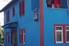 Fanatiklik işini abarttı evini bordo-mavi yaptı