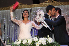 Onlar da boşanıyorlar şöhreti bulunca kocasını aldattı mı