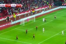 Millilerde herkes alkışlanırken bir futbolcu ıslıklandı