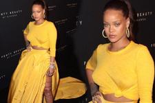 Rihanna'nın bekaret itirafından sonra göğüsleri olay oldu