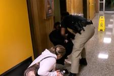 Maaşlardan şikayet eden öğretmen gözaltına alındı!