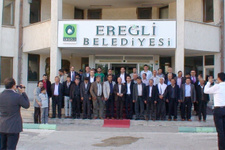 Ereğli Belediyesi taşeron işçi kadro isimlerini davul zurnayla...