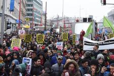 60 bin kişi yeni hükümeti protesto etti