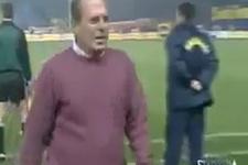 Mustafa Denizli'ye taktik veren polis