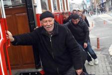 Tramvay arıza yapınca vatandaş itti