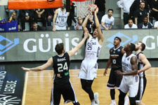 Beşiktaş CEZ Nymburk'a geçit vermedi