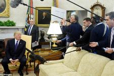 Donald Trump canlı yayında gazeteciyi kovdu!