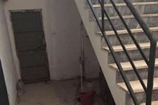 Merdiven boşluğunda şok manzara!