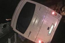 Beşiktaşlı taraftarları taşıyan otobüs kaza yaptı