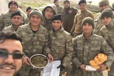 Analar görev başında cephedeki askeri sarma yapıp içlik ördüler