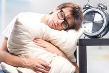 Uykusuzluk göz kapaklarının sarkmasına neden oluyor