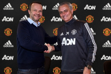 Manchester United Mourinho ile sözleşme yeniledi