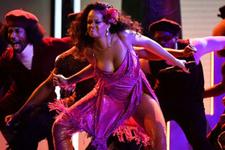 Grammy gecesinde Rihanna'dan vahşi performans