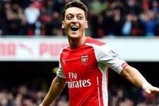 Mesut Özil Arsenal'le sözleşmesini uzattı