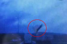Kamyondan uçan karton faciaya neden oluyordu