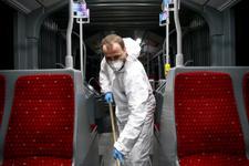 Her gün 1 milyon kişinin kullandığı metrobüsleri onlar temizliyor