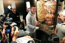 Lukas Podolski dönerci açtı!