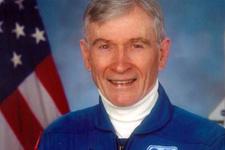 NASA'nın ilk komutanı hayatını kaybetti