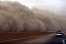 Toz fırtınası görenleri hayrete düşürdü!