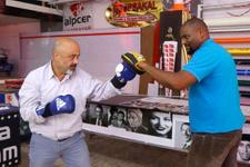 Kübalı eski boksör Trabzon'da gönülleri fethetti