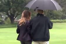 Trump şemsiyesini yine paylaşmadı! Centilmenlikte yine sınıfta kaldı