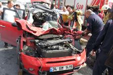 Feci kaza ! Üniversite öğrencisi araçta sıkıştı