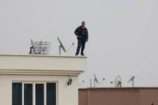 Gaziantep'te sıcak saatler! Valiliğin karşısında çatıya çıkıp ateş açınca...