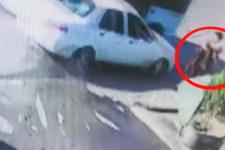 Dolmuş bekleyen iki kişinin ölümden döndüğü anlar kamerada