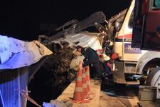 İstanbul'da korkunç kaza! Bariyerde asılı kaldı...