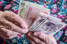 Yaşlı kadınlara maaş, bekar amcaları isyan ettirdi: Evlenemiyoruz...