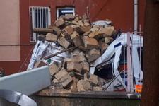 Şiddetli fırtına minareyi devirdi ambulans altında kaldı...