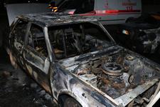 İzmir'de alev alan otomobil 3 araca çarptı