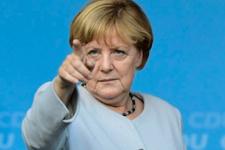 Angela Merkel'den şok karar Almanya çalkalanıyor