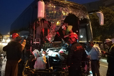 Yolcu otobüsü TIR'a çarptı: Ölü ve çok sayıda yaralı var!